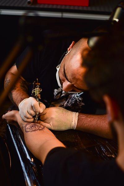 tatuaże w saunie