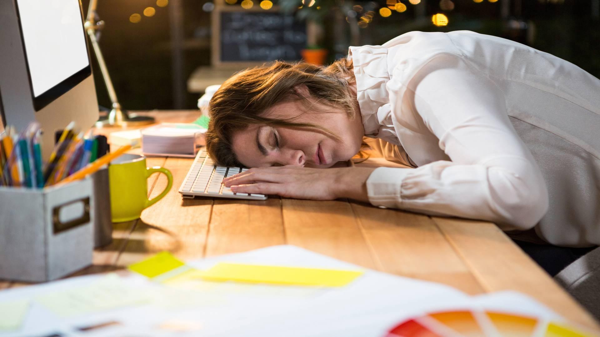 stres zmeczenie przepracowanie przyczyny bezsennosci sauna